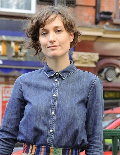 Carr asym trique street style coiffure 20 coupes courtes qui nous inspirent elle - Carre asymetrique court ...