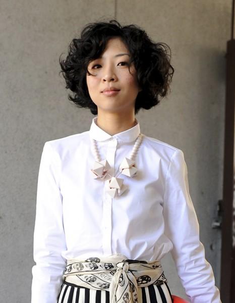 Carr boucl street style coiffure 20 coupes courtes qui nous inspirent elle - Coiffure carre boucle ...