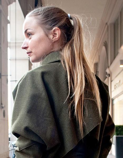 la queue de cheval effil e street style coiffure la queue de cheval dans tous ses tats elle. Black Bedroom Furniture Sets. Home Design Ideas