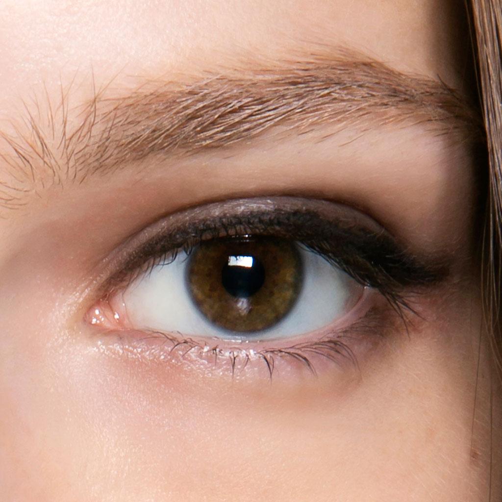 maquillage yeux marron discret comment maquiller des yeux marron elle. Black Bedroom Furniture Sets. Home Design Ideas