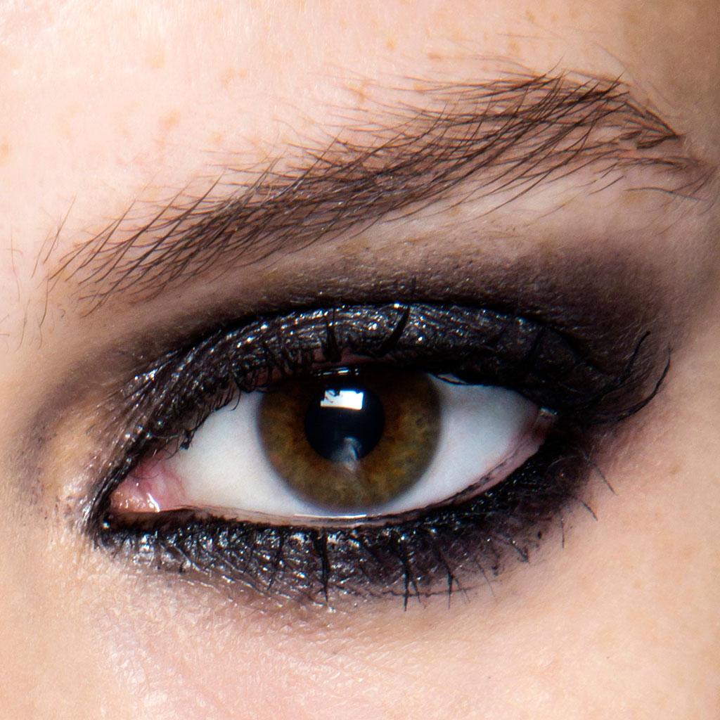 abaaefc67 Maquillage yeux marron soirée - Comment maquiller des yeux marron ? - Elle