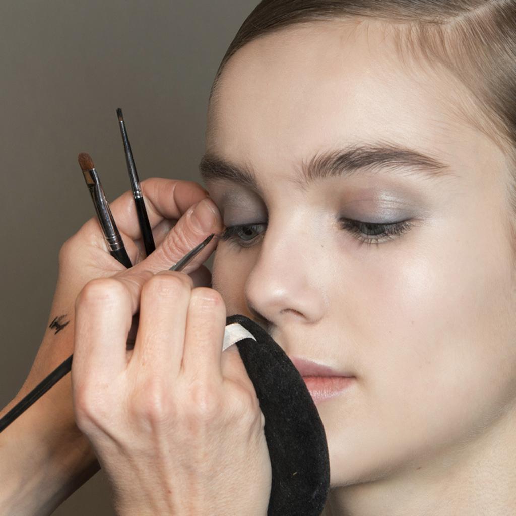 Tightline : le maquillage simple et discret qui intensifie le regard