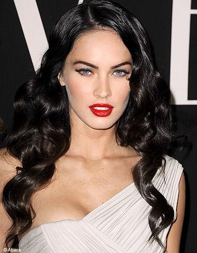 http://www.elle.fr/var/plain_site/storage/images/beaute/maquillage/maquillage-de-stars/rouge-a-levres-les-stars-osent-le-rouge/megan-fox/12458905-1-fre-FR/Megan-Fox_reference.jpg
