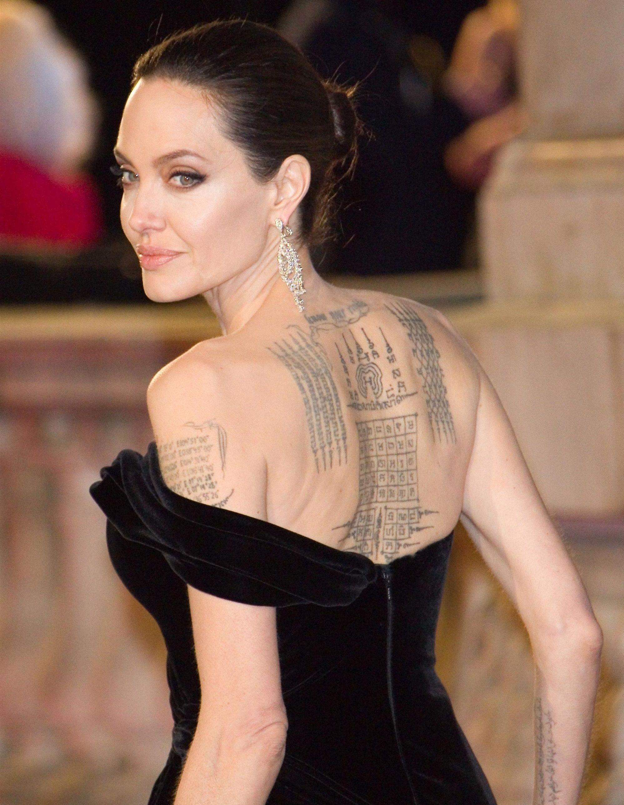tout savoir sur les tatouages d angelina jolie elle. Black Bedroom Furniture Sets. Home Design Ideas