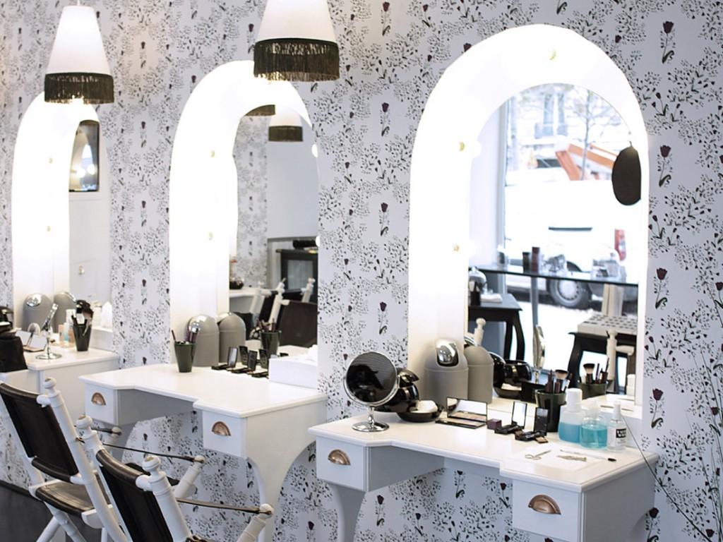 Le kiosque de beaute de L Atelier du sourcil