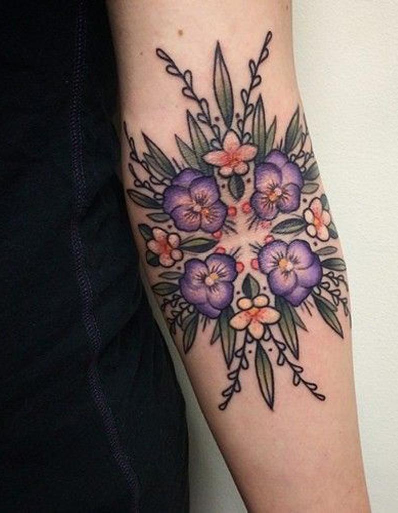 Idee Tatouage Un Motif Geometrique Et Floral Les 40 Plus Beaux