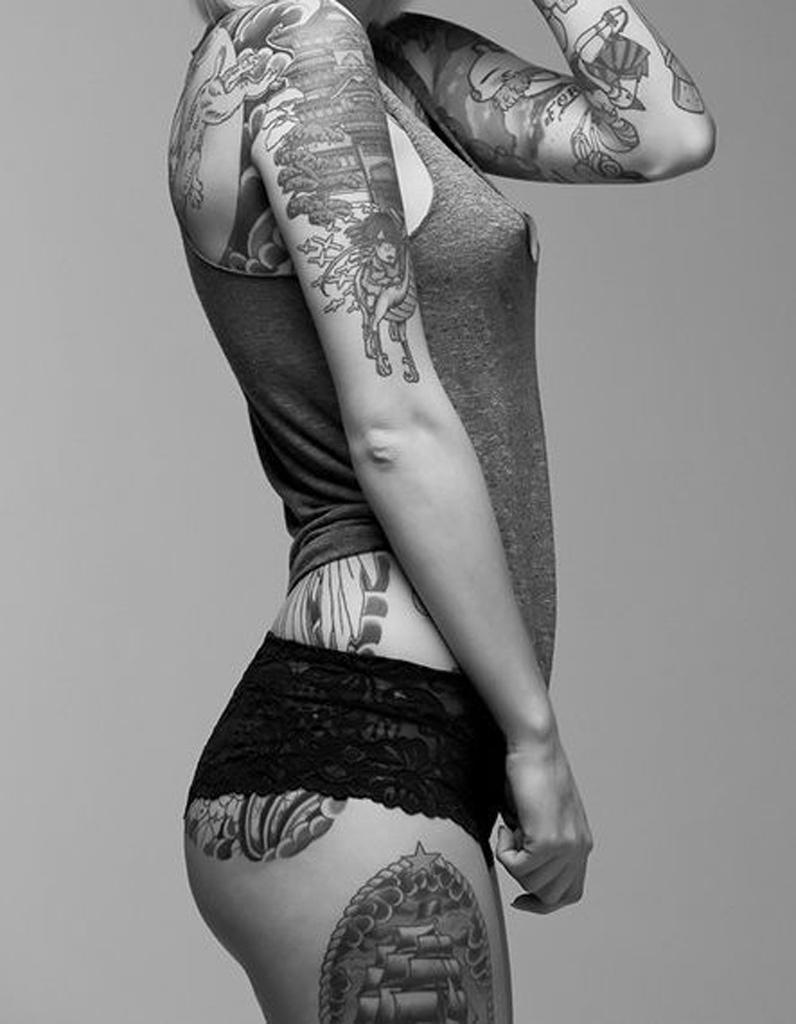 id e tatouage une histoire sur le corps les 40 plus. Black Bedroom Furniture Sets. Home Design Ideas