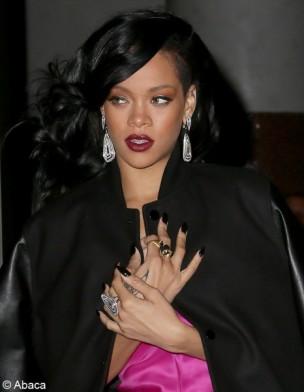 Les stars craquent pour la bouche cerise foncée Rihanna