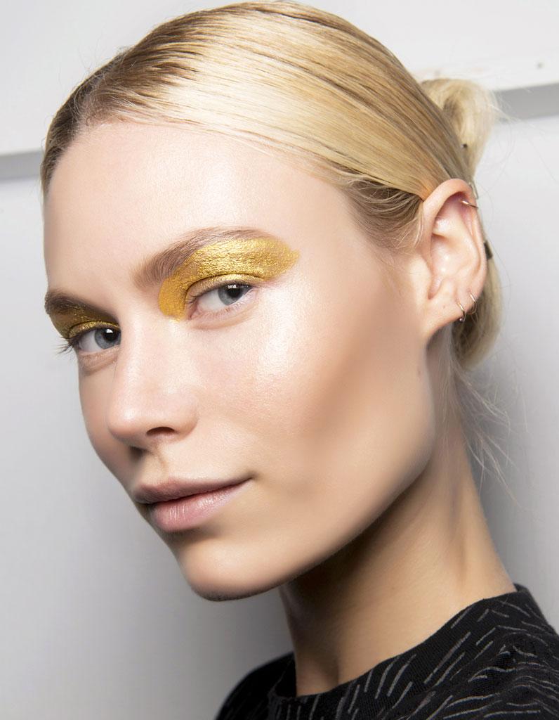 Comment (bien) porter le maquillage pailleté ? - Elle