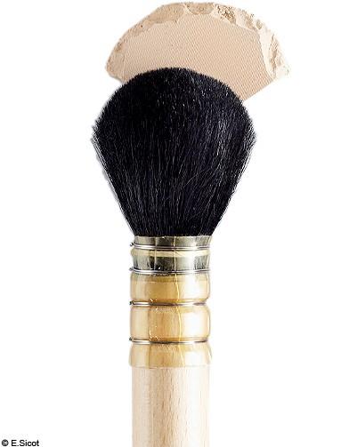 pinceau pour la poudre compacte quel pinceau pour quel make up elle. Black Bedroom Furniture Sets. Home Design Ideas