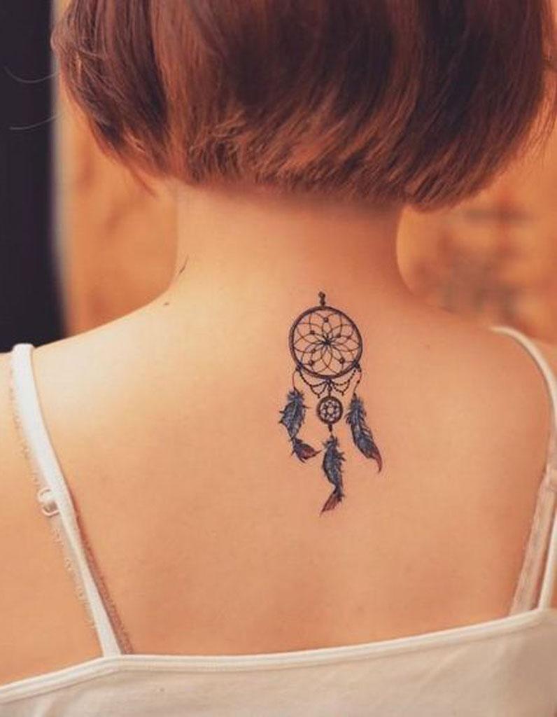 Tatouage Dos Attrape Reve Ces Tatouages De Dos Qu On A Envie De