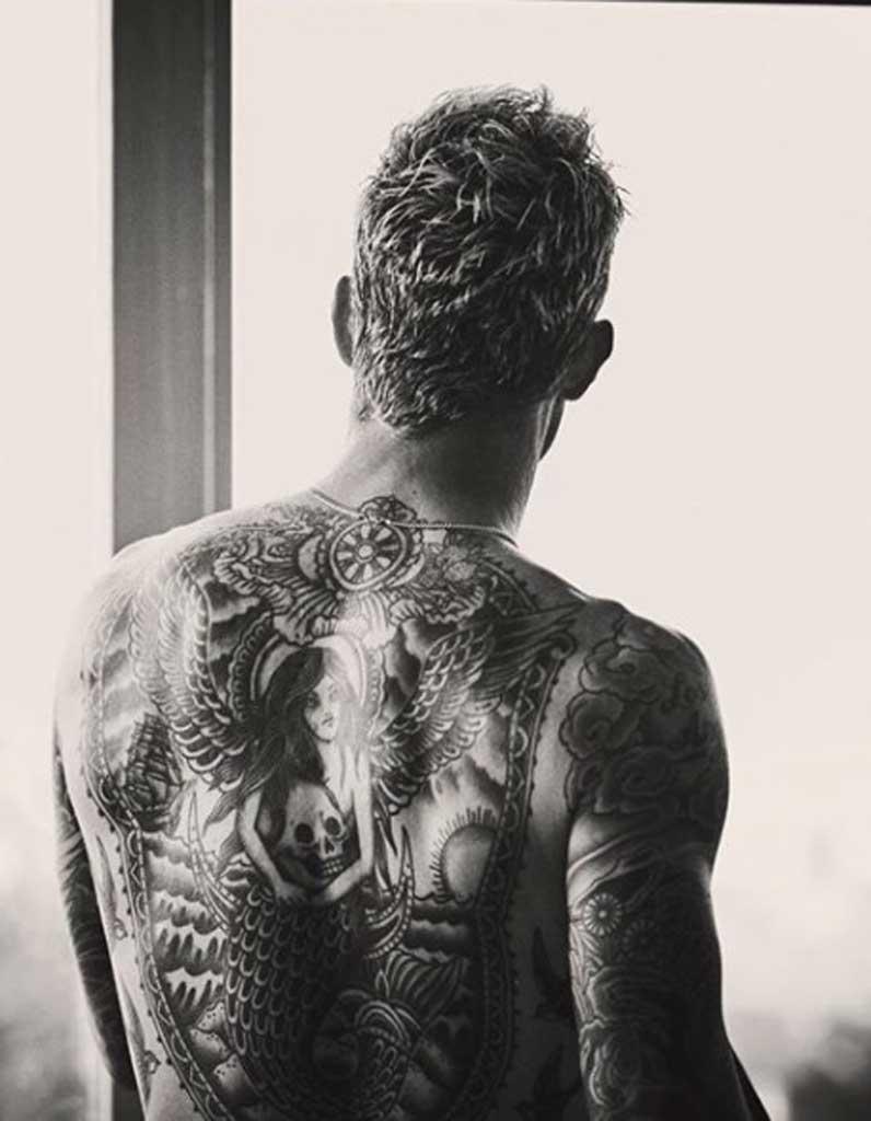 tatouage homme dos - ces tatouages pour homme inspirés des