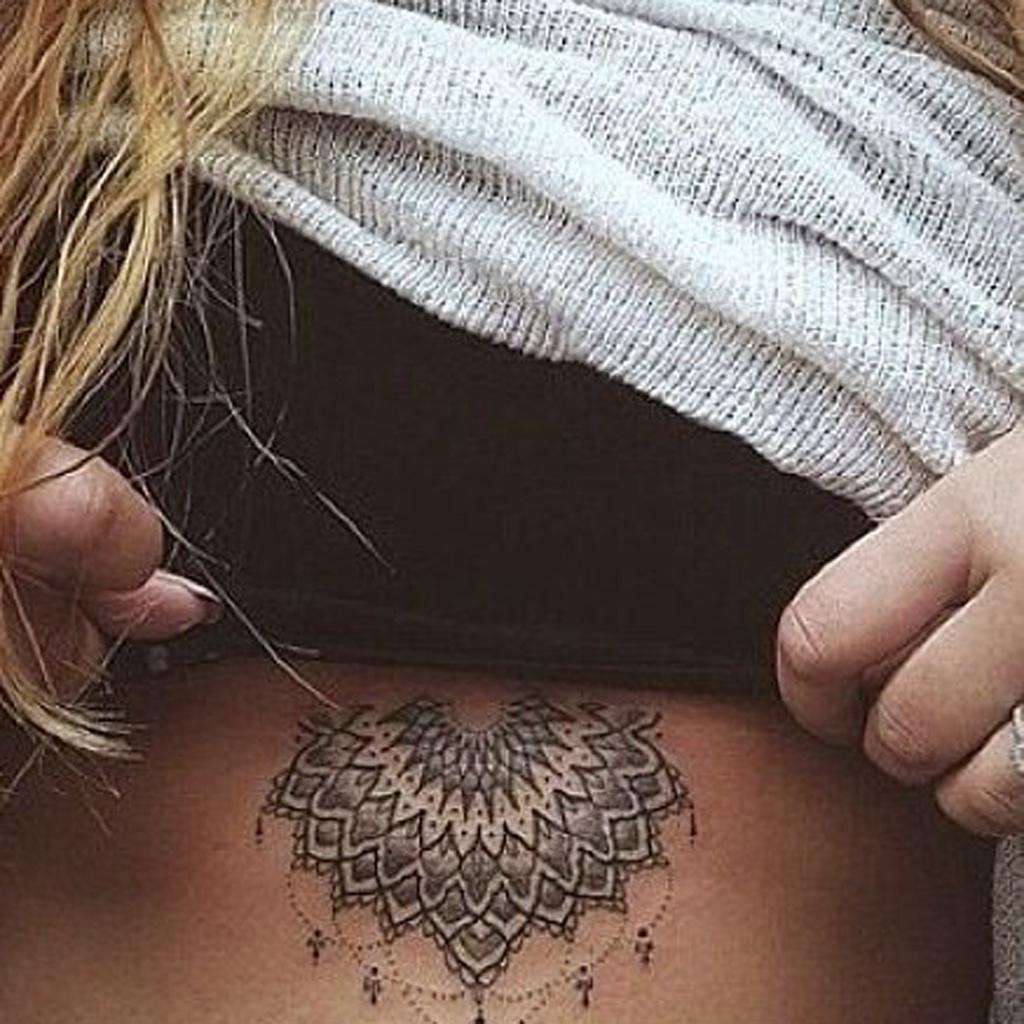 Tatouage Mandala Ventre On Craque Pour Un Tatouage Mandala Elle
