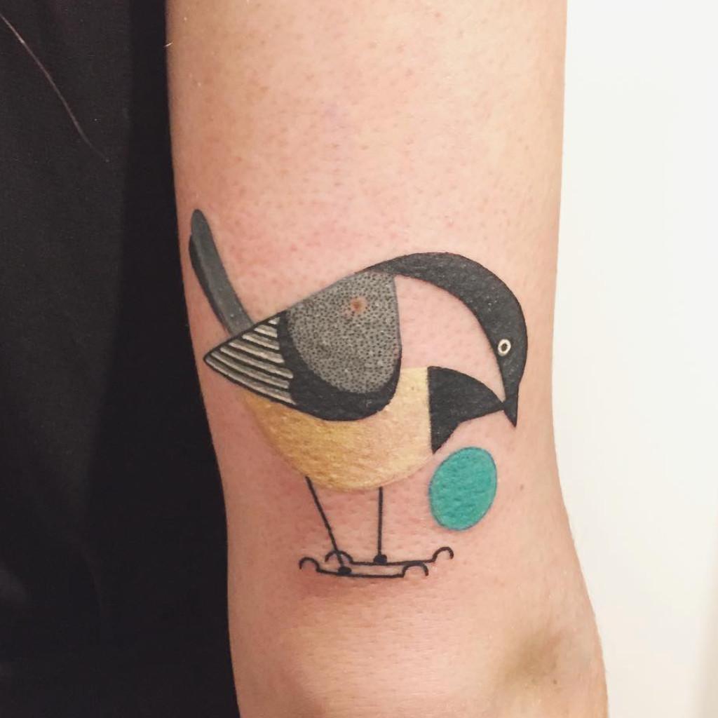 tatouage oiseau g om trique 20 tatouages d oiseau qui. Black Bedroom Furniture Sets. Home Design Ideas