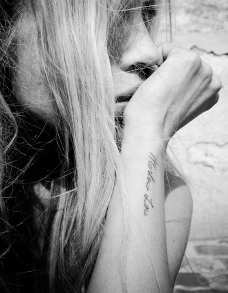 Tatouage Phrase Sur L Avant Bras 30 Jolis Messages A Se Faire Tatouer Elle