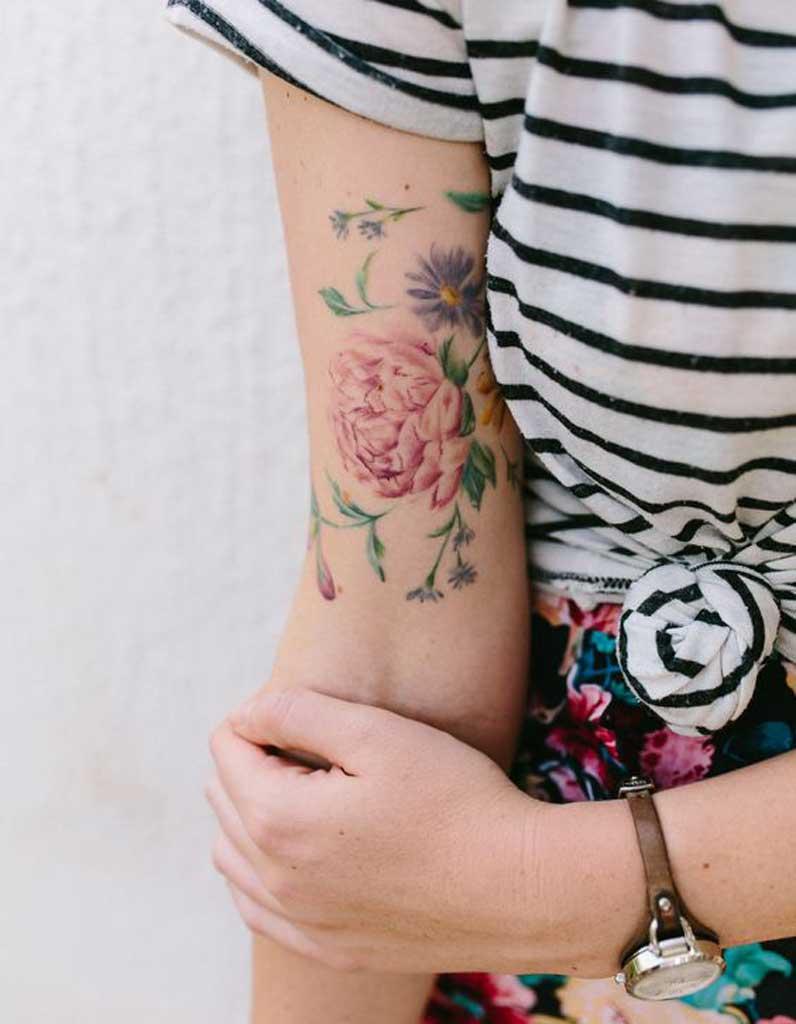 nos meilleures id es de tatouage pivoine pour s 39 inspirer. Black Bedroom Furniture Sets. Home Design Ideas