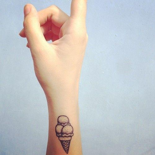 tatouage poignet icecream tatouage 40 jolies id es. Black Bedroom Furniture Sets. Home Design Ideas