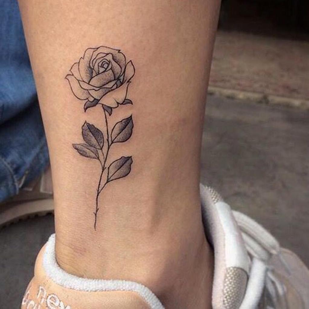 Tatouage rose cheville , Ces tatouages de rose qui ne faneront jamais , Elle