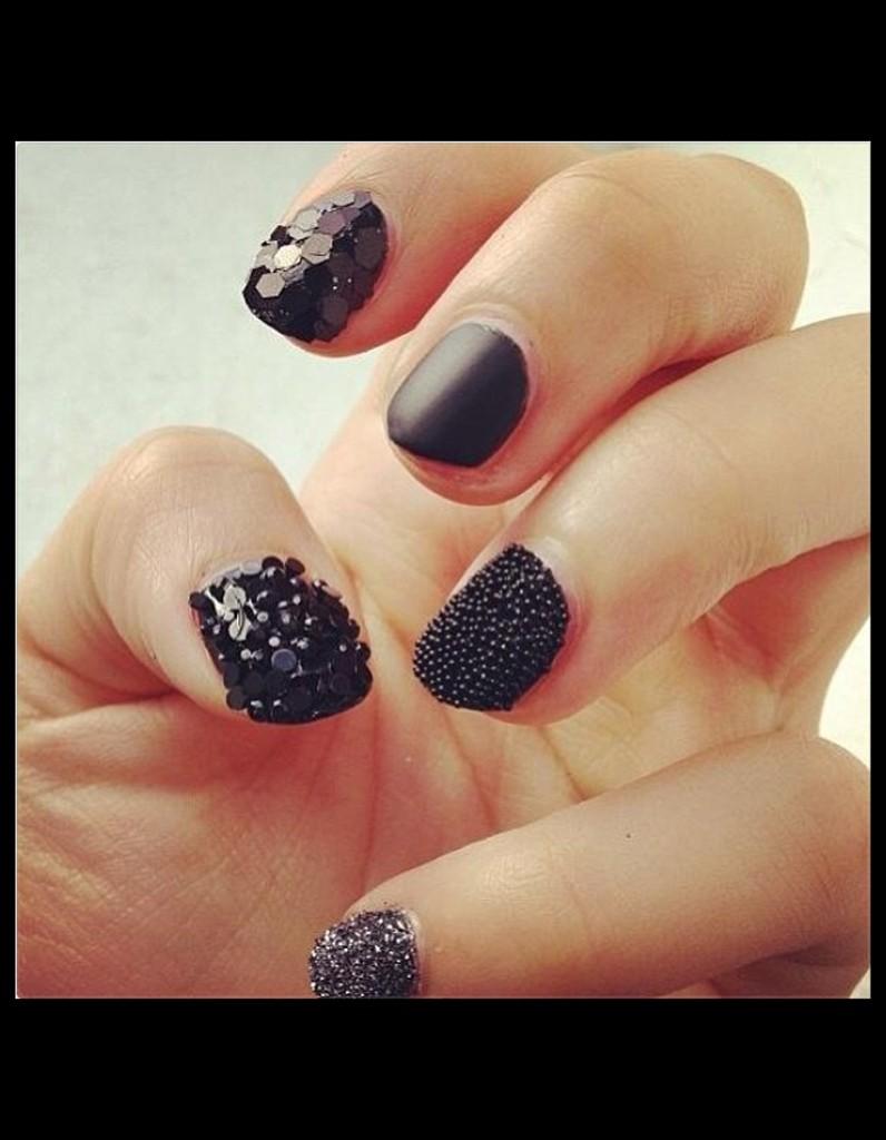ongles jeux de textures vernis les 39 nail artists 39 c 39 est vous elle. Black Bedroom Furniture Sets. Home Design Ideas