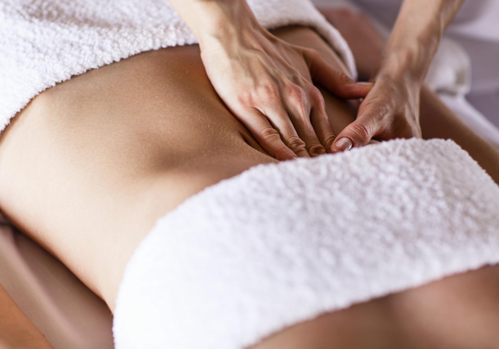 massage du ventre tout savoir sur le massage du ventre elle. Black Bedroom Furniture Sets. Home Design Ideas
