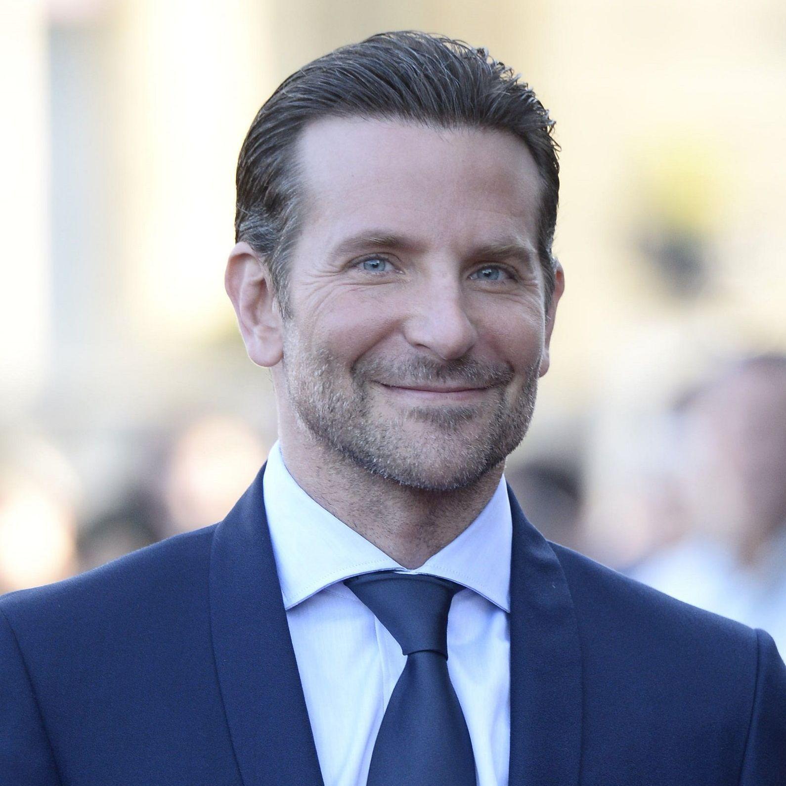 Bradley Cooper n'a pas peur du ridicule lorsqu'il met de ...