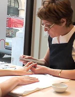 [VIDEO] Leçon de manucure : Prendre soin de ses ongles