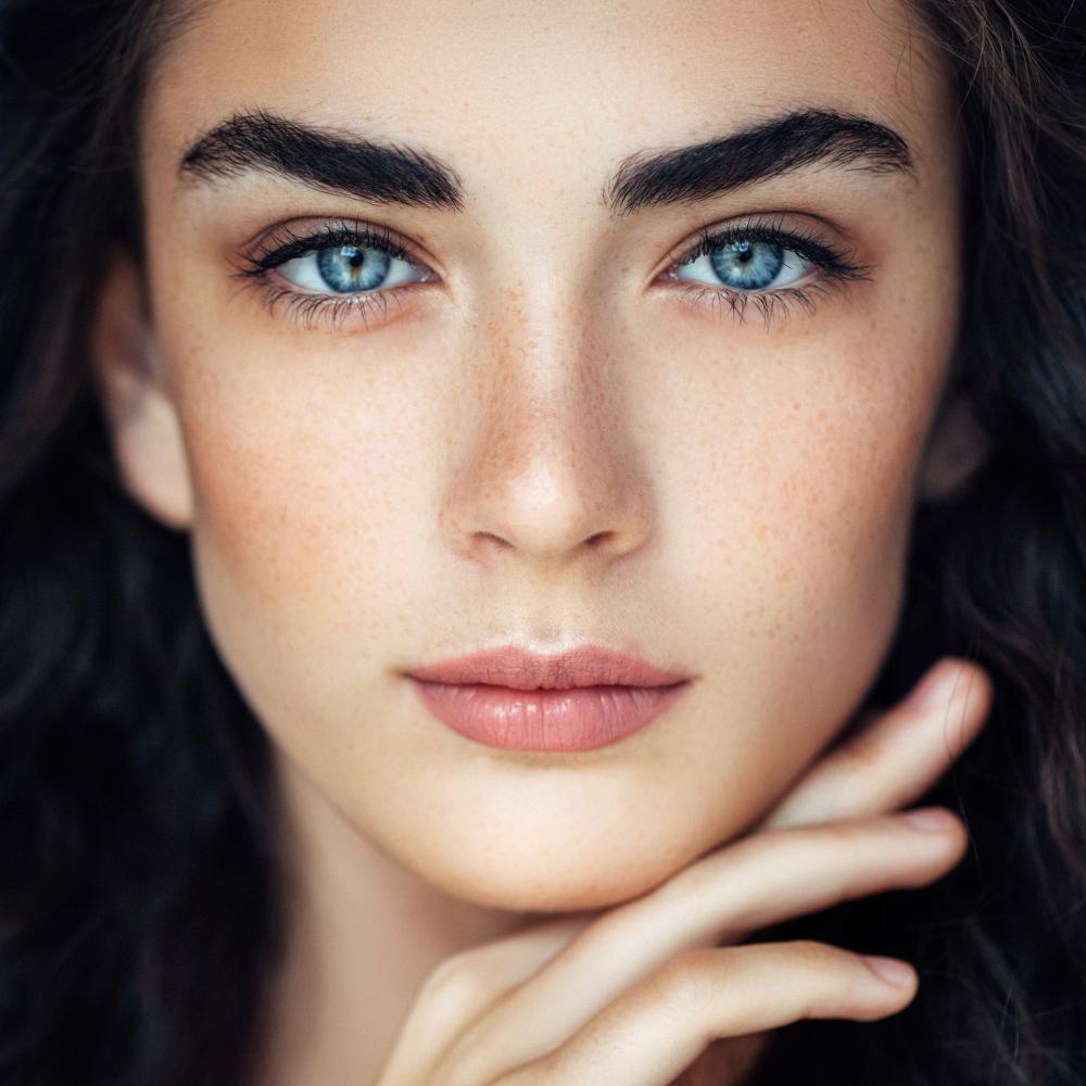 acné entre les sourcils