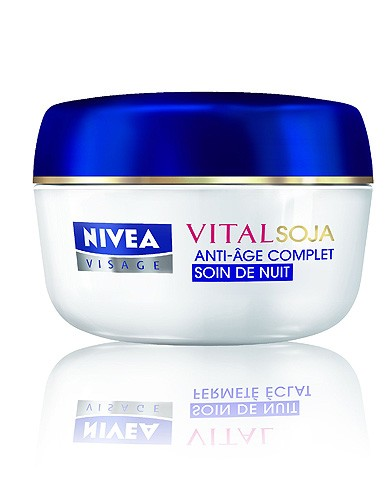 beaute soin shopping creme anti age nivea 15 soins anti ge pour passer l hiver elle. Black Bedroom Furniture Sets. Home Design Ideas