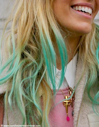 Des cheveux arc-en-ciel