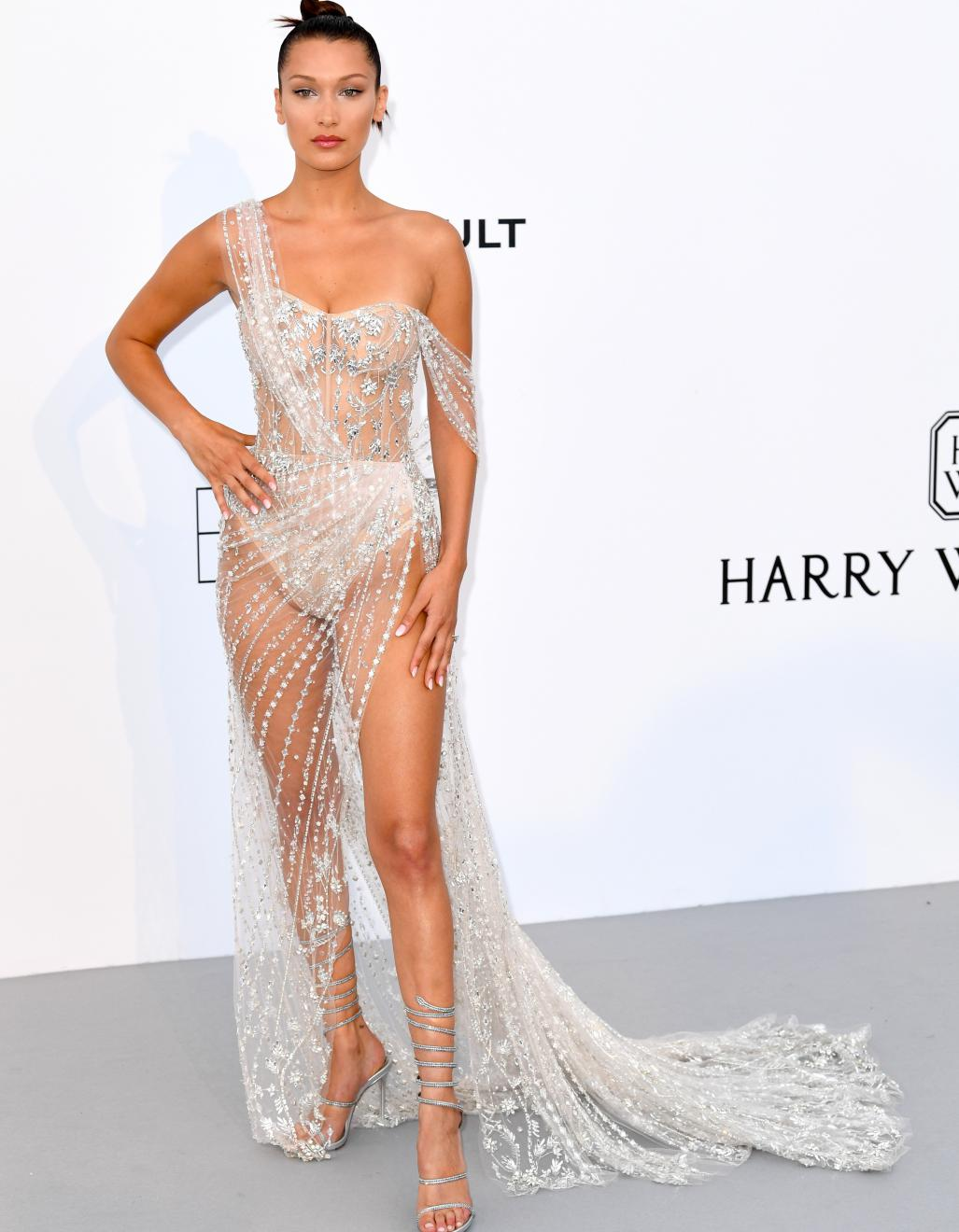 Le Look Du Jour De Cannes La Robe Transparente De Bella Hadid Elle