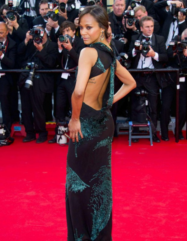 le look du jour de cannes zoe saldana dos nu sur tapis rouge elle. Black Bedroom Furniture Sets. Home Design Ideas