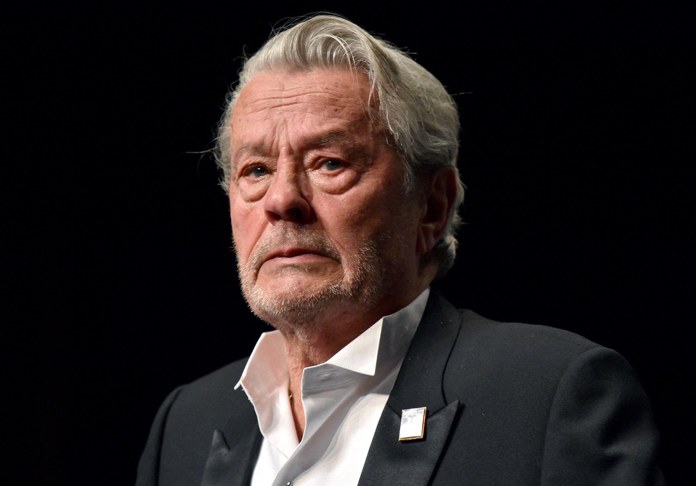 Cannes 2019 : en larmes, Alain Delon reçoit la Palme d ...