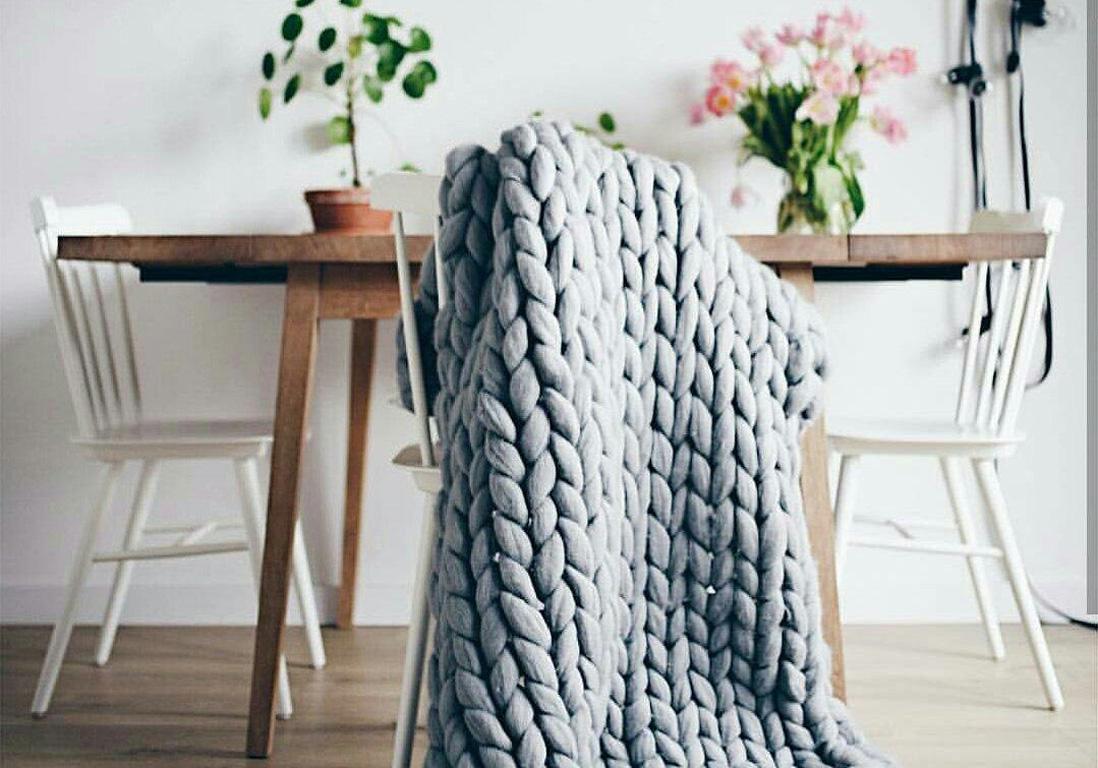plaid tricot grosse maille good adoptez le plaid en tricot xxl pour un espace plus chaleureux. Black Bedroom Furniture Sets. Home Design Ideas