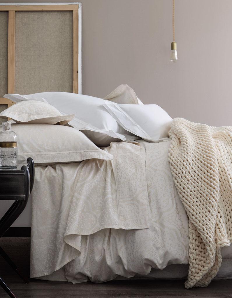 comment choisir son linge de lit nos id es pour un lit cosy elle d coration. Black Bedroom Furniture Sets. Home Design Ideas