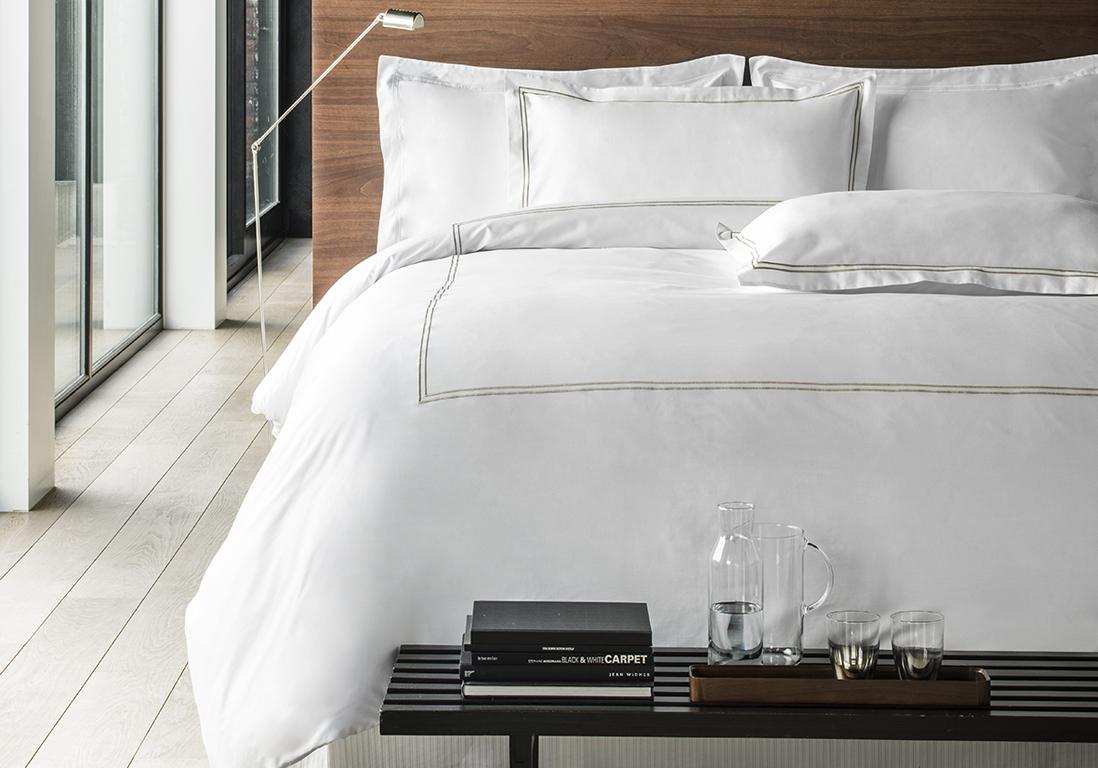 Comment faire un lit comme dans un 5 toiles elle - Comment mettre le tour de lit ...