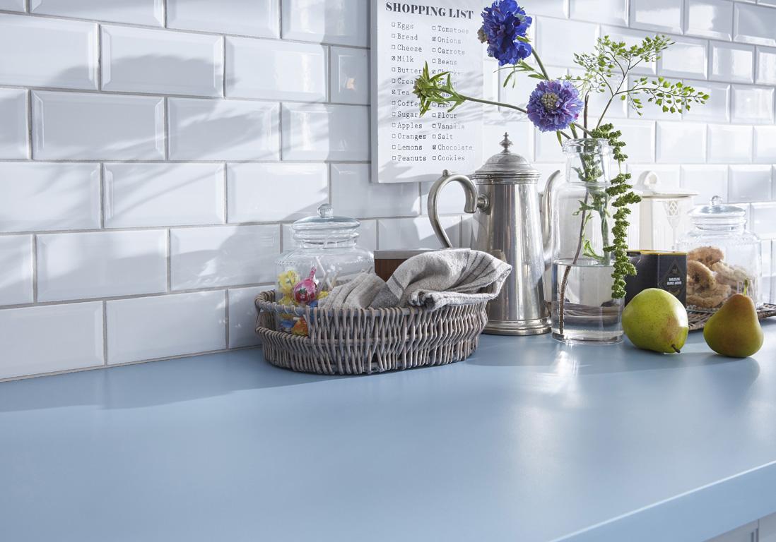 Plan De Travail Bleu un plan de travail coloré pour une cuisine originale - des