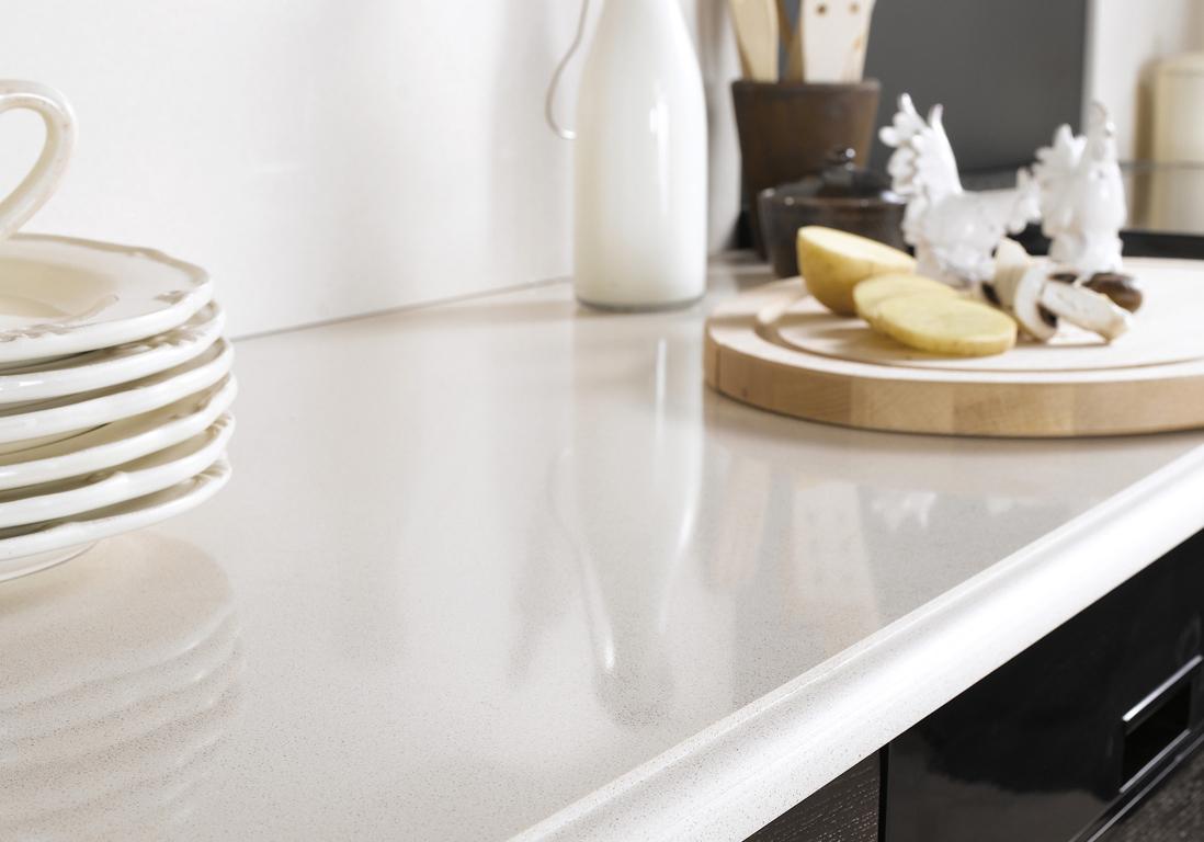 Plan Travail En Quartz un plan de travail en quartz beige pour une cuisine élégante