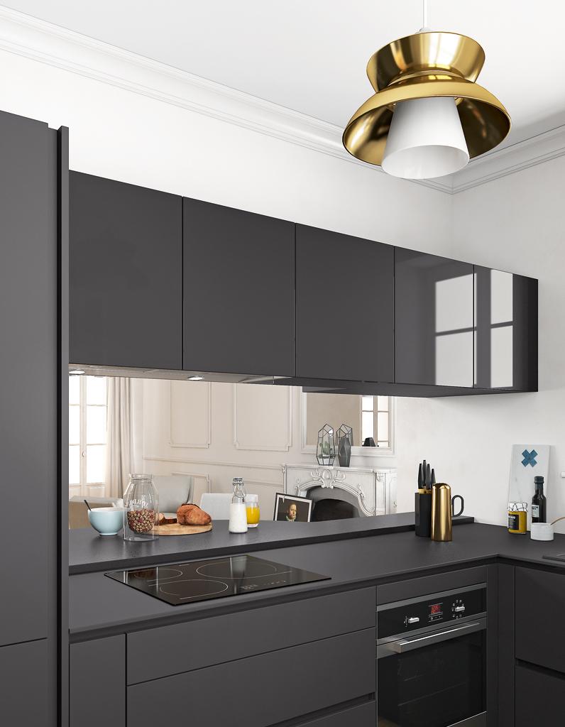 Un plan de travail noir mat pour une cuisine contemporaine - Des