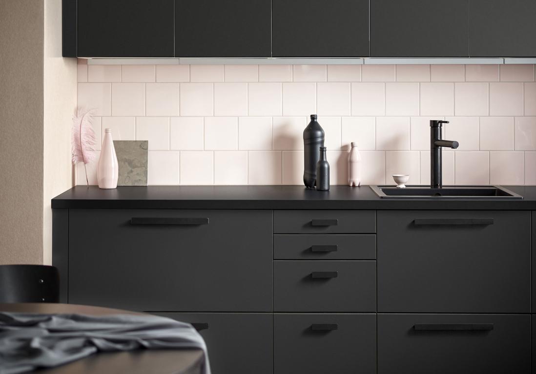 cuisine noire : un nouveau classique dont on ne se lasse pas - elle