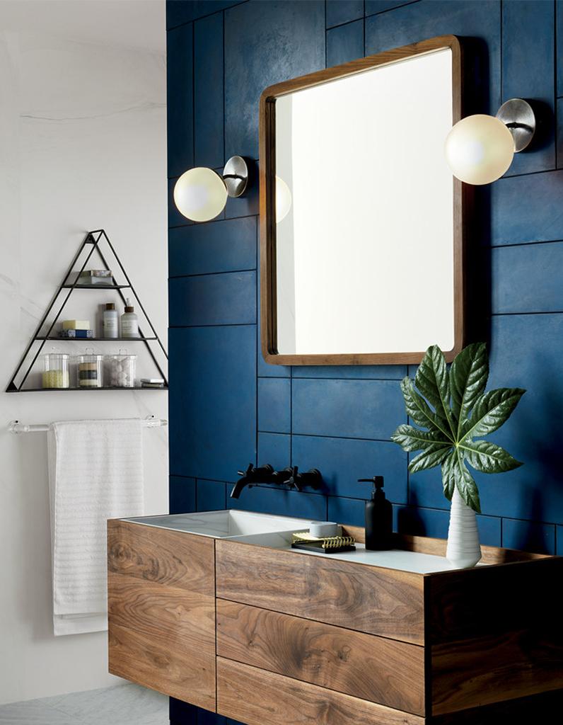 couleur salle de bains : 15 astuces pour apporter de la couleur à la
