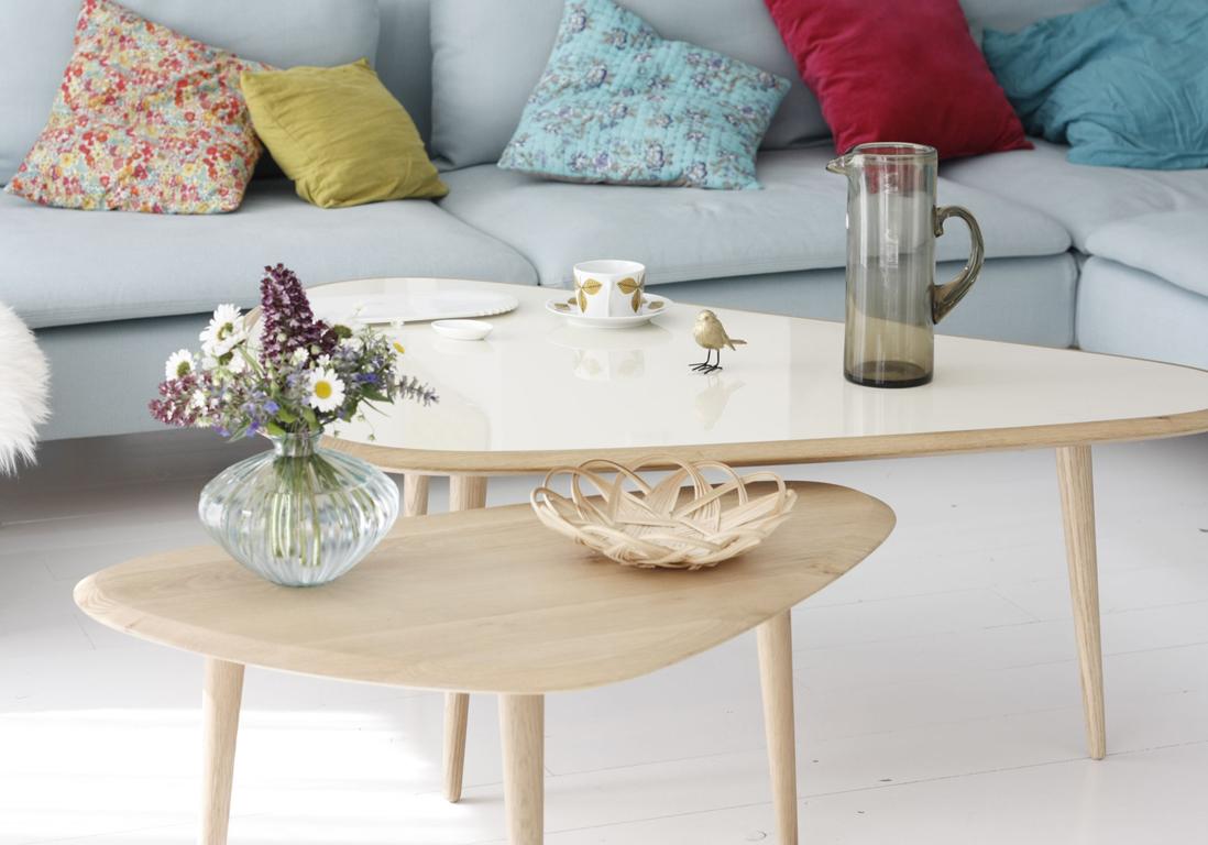 Une Table Basse En Bois Pour Une Touche Chaleureuse Au Salon Elle