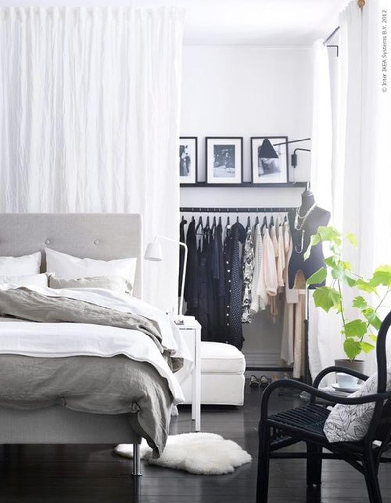 Decoration Murale Pour Tete De Lit des rideaux derrière la tête de lit pour séparer la chambre