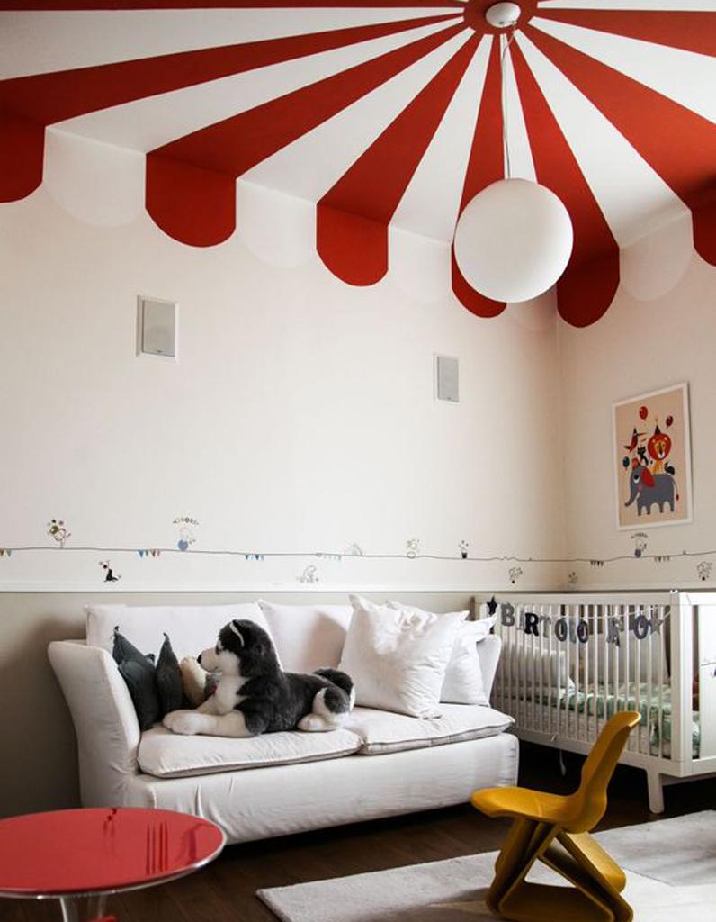 Un plafond rouge et blanc pour un esprit cirque chez les enfants ...