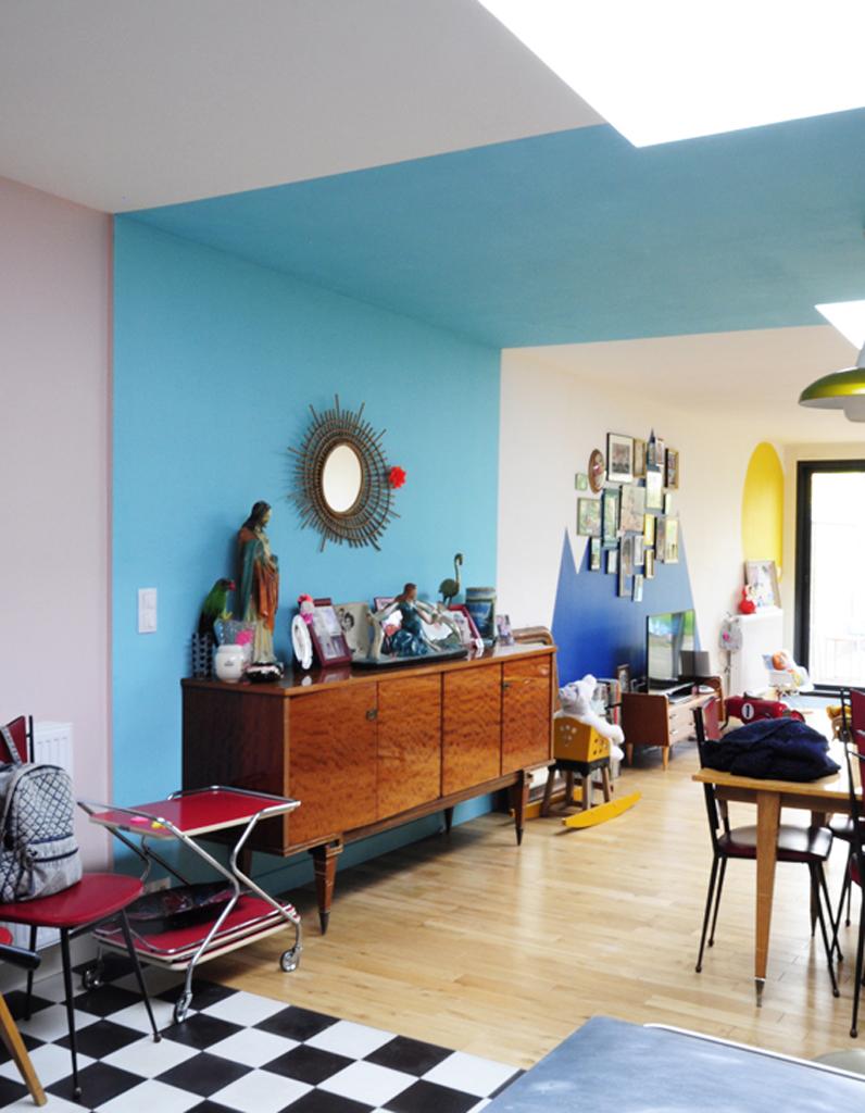 Couleur Plafond Pour Agrandir Piece une bande bleue du sol au plafond pour rythmer une grande