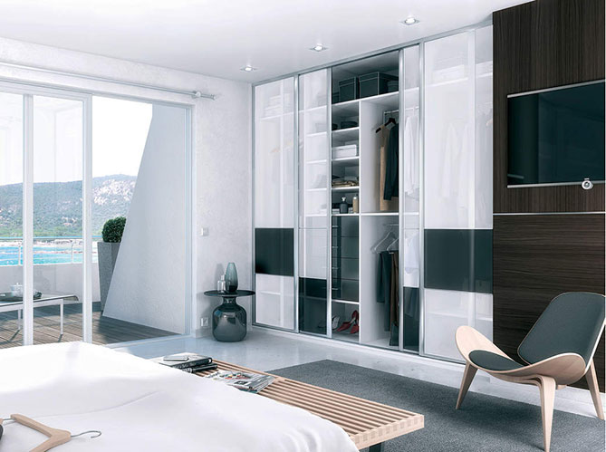 comment am nager un placard elle d coration. Black Bedroom Furniture Sets. Home Design Ideas