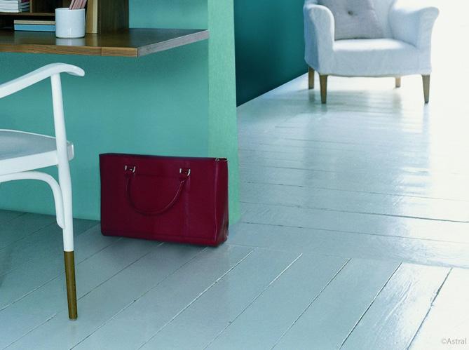 conseil pratique peindre son parquet en 5 tapes elle d coration. Black Bedroom Furniture Sets. Home Design Ideas