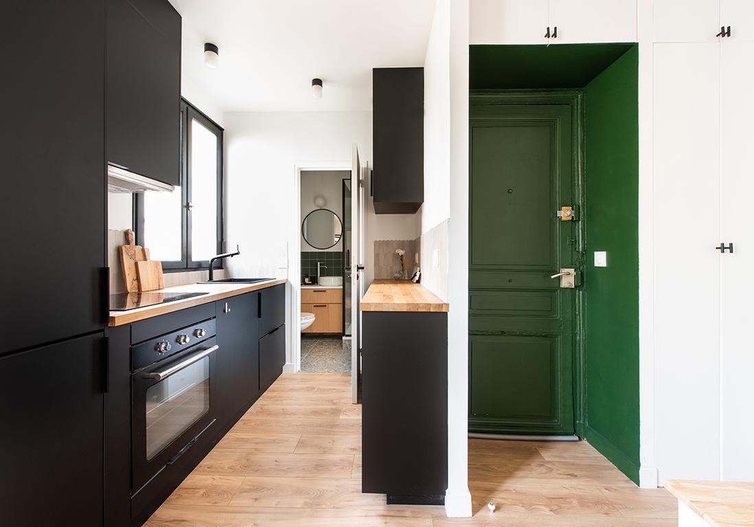 Avant/Après : ce 30 m2 parvient à caser un dressing et une cuisine XXL - Elle Décoration