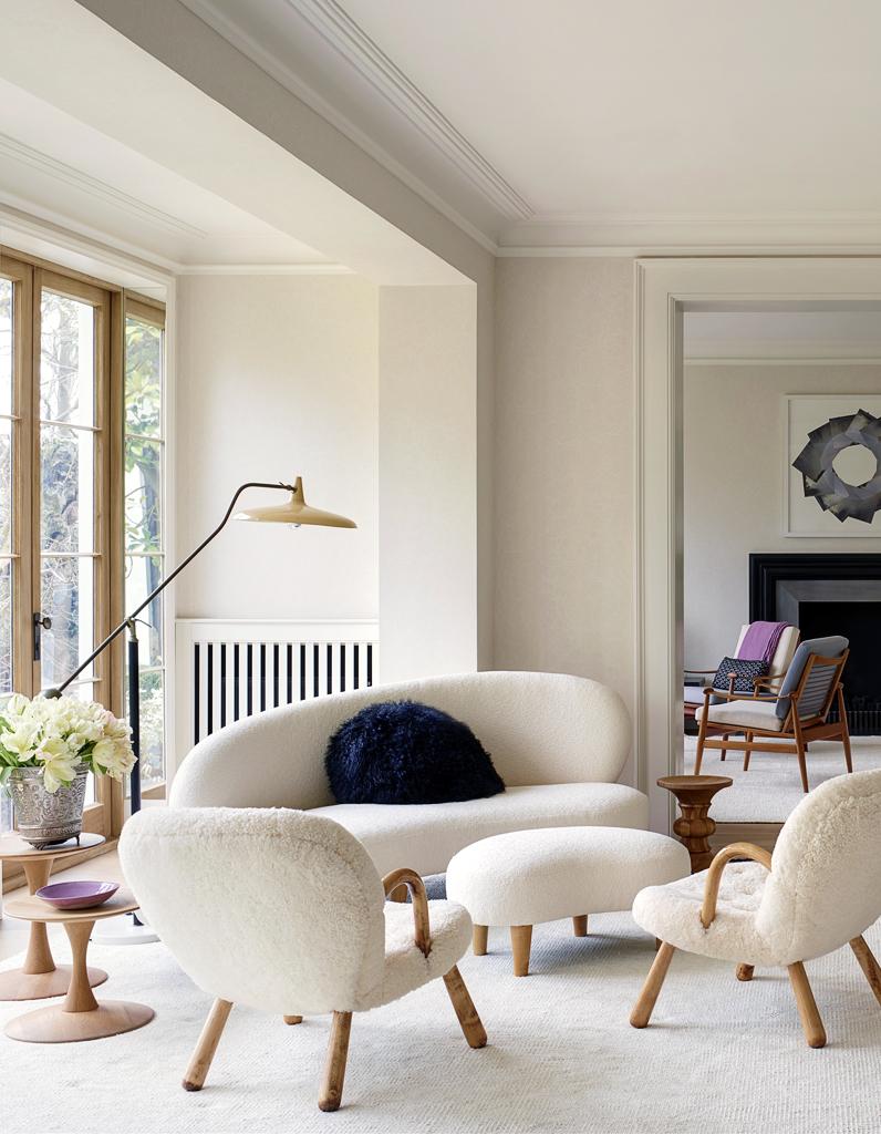 entre luxe et ann es 50 poussez les portes de cette. Black Bedroom Furniture Sets. Home Design Ideas