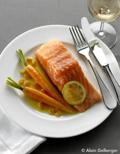 saumon confit l huile d olive pour 4 personnes recettes elle table. Black Bedroom Furniture Sets. Home Design Ideas