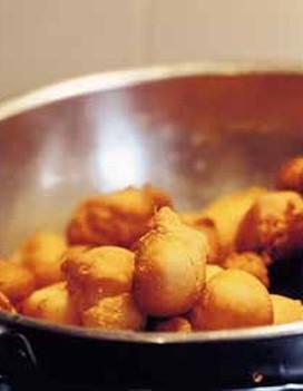http://cuisine.elle.fr/var/plain_site/storage/images/elle-a-table/fiches-cuisine/tous-les-themes/plat_unique/beignets-de-haricots/6921122-1-fre-FR/beignets_de_haricots_large_recette.jpg
